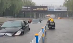 Fuertes lluvias inundaron las calles de China