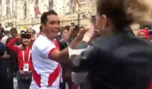 Mundial Rusia 2018: ¡Rusas bailan huayno con hinchas peruanos en Moscú! [VIDEO]