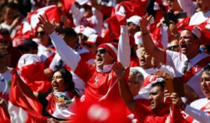 Peruanos apoyan a la bicolor en entrenamiento
