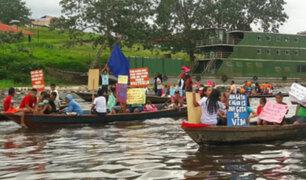 Iquitos: pobladores realizan peculiar corso en río Itaya contra la contaminación