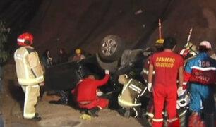 Magdalena: dos muertos y cuatro heridos tras caída de auto por acantilado