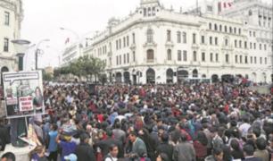 Profesores en huelga causan disturbios en Plaza de Armas