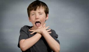 Sepa qué hacer si un niño se atraganta con objetos