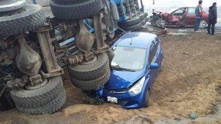 Choque entre tráiler, camioneta y tres autos deja un muerto en Chilca