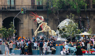 Rusia: hinchas mexicanos celebran tradicional día de los muertos