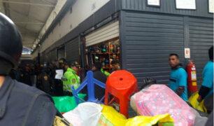 Desalojan comerciantes de la galería de Mesa Redonda