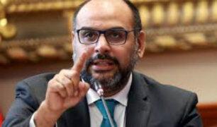 Ministro de Educación responde ante el Congreso por cuestionados textos escolares