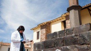 Cusco: pintan con spray atrio de templo prehispánico