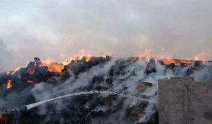 Camaná: incendio destruye almacén de pacas de arroz