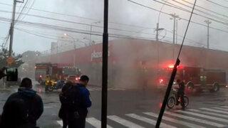 Incendio consumió parte de un supermercado en Miraflores
