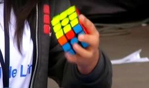 En busca de la felicidad: el mágico cubo de Rubik