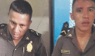 Tumbes: turba de personas ataca con agua caliente a dos policías