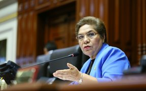 Congreso condecoró a Luz Salgado con Medalla de Honor en el grado de Gran Cruz