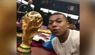 Jugadores franceses celebraron en el vestíbulo