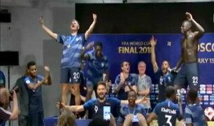 Jugadores franceses interrumpieron conferencia para celebrar título