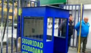 San Luis: reemplazan caseta de vigilancia quemada por pandilleros