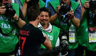 Invitan a vacacionar a fotógrafo aplastado por selección croata
