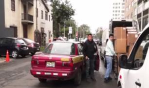 Malos conductores siguen obstaculizando calles de Lima