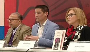 """Feria del libro: Francisco Flores presentó """"Así es la tele"""""""