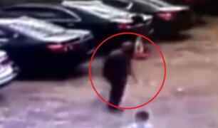 China: hombre de 80 años cae a agujero y sobrevive