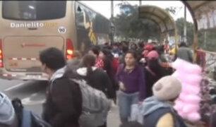 Surco: conductores de buses interprovinciales se apoderaron de paradero urbano