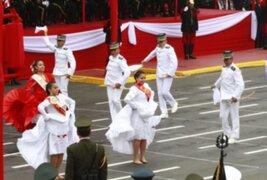 Gran Parada Militar: Cadetes cautivan a los asistentes bailando  marinera