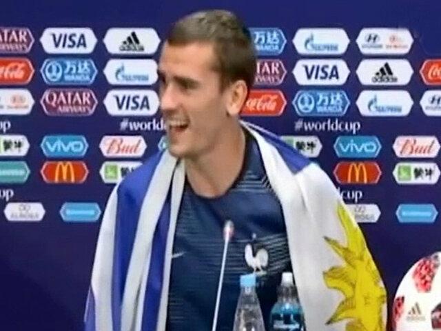 Griezmann usa la bandera uruguaya
