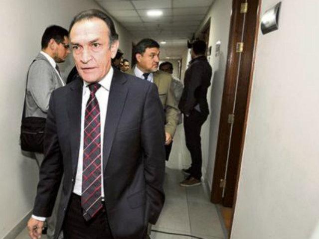 Desestiman inhabilitar y destituir por 5 años a Héctor Becerril