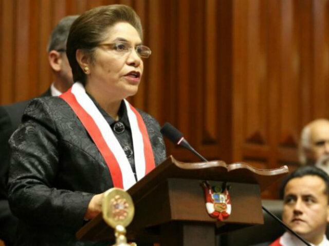 Luz Salgado contestó en el Pleno a Daniel Salaverry sobre