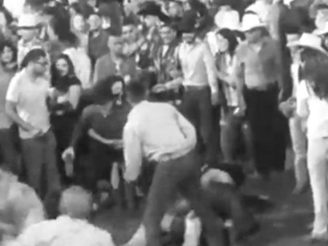 Barranca: se agarran a botellazos y protagonizan batalla campal durante concierto
