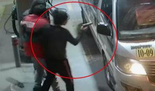 Comas: delincuentes armados asaltan grifo y a clientes