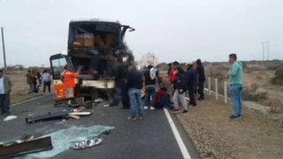 Piura: choque frontal entre bus y cisterna deja 3 muertos y más de 20 heridos
