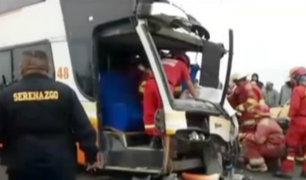 Tres muertos y más de 20 heridos dejó choque entre camión y bus en Talara
