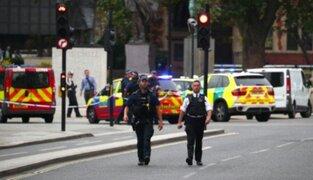 Auto choca contra vallas del Parlamento británico y deja varios heridos