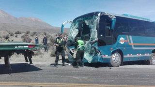 Choque en carretera de Arequipa deja varios turistas heridos