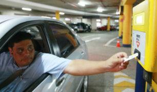 Estacionamientos ya no podrán cobrar por hora o fracción