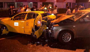Choque entre taxi y auto particular dejó dos heridos en el Cercado de Lima