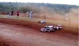 VIDEO: una chica fue violentamente atropellada en una competencia de motos
