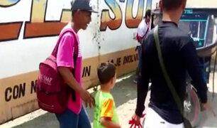 El emotivo reencuentro de un niño venezolano de 8 años con su padre en Tumbes