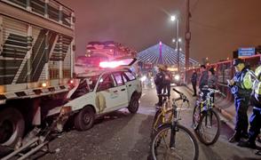Choque entre camión y taxi colectivo deja un muerto en el Rímac