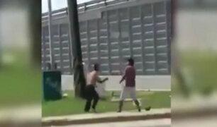 México: dos limpiadores de auto se agarran a golpes en vía pública