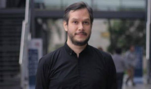 Jaris Mujica, profesor de la PUCP, niega acusaciones de acoso sexual a través de redes