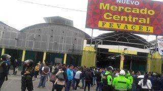 Independencia: reportan 4 heridos durante violento enfrentamiento entre ambulantes y comerciantes