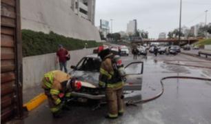 Miraflores: vehículo se incendia en la bajada de Armendariz
