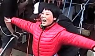 """Nueva Zelanda: turista china se hace viral por su insólita manera de realizar """"puénting"""""""