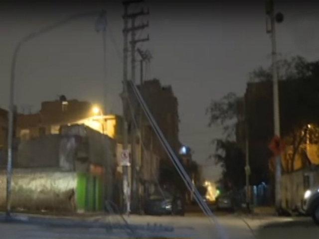 Surco: postes impiden la libre circulación de peatones