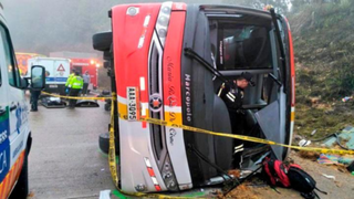 Despiste de ómnibus interprovincial deja 11 muertos en Ecuador