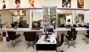 VMT: mujeres fueron captadas robando al interior de un salón de belleza