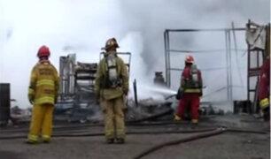 EMAPE: cierran accesos vehiculares por incendio en almacén de Surco