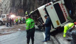 Al menos cinco muertos deja accidente de bus interprovincial en la Carretera Central
